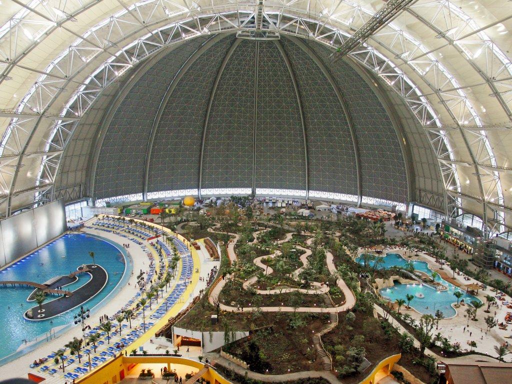 Verdens største innendørs badeanlegg, Tropical World fem mil fra Berlin.